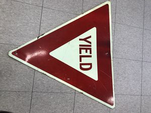 VINTAGE YIELD SIGN IN GOOD CONDITION for Sale in Savage, MD