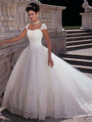 Demetrios Wedding Dress / Gown Size 6 for Sale in Auburn, WA