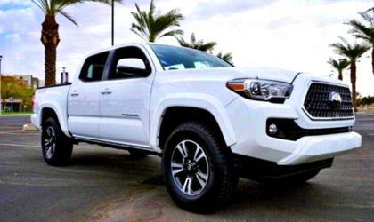 Clean 2O17 Toyota Tacoma for Sale in Hays,  KS