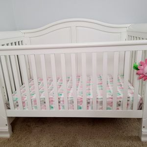 Convertible Crib And Changing Table Dresser for Sale in North Las Vegas, NV