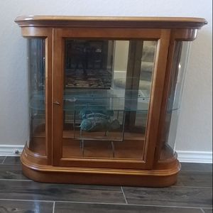 Lighted Glass Curio Cabinet for Sale in Fort Worth, TX