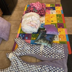 Bedding For Kids And 4x6 Foam Play Mat And Lol Doll House for Sale in Queen Creek, AZ
