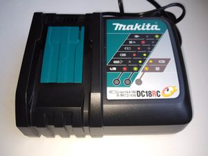 Makita fast Charger for Sale in Los Angeles, CA