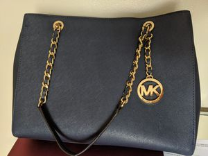 Navy Blue Michael Kors purse with Gold Chain for Sale in San Marcos, TX