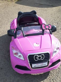 HELLO KITTY BATTERY CAR With cable Charger for Sale in Aurora,  OR