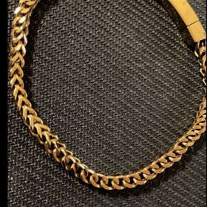 $150 14k Gold Plated Bracelet 8.5 Inches for Sale in Bakersfield, CA
