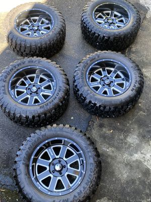 """Set of 5 20"""" Wheels with brand new 35"""" M/T Tires for Jeep Wrangler for Sale in Bothell, WA"""