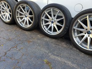 "22"" STAGGERED ROHANA WHEELS 5 LUGS for Sale in McCook, IL"