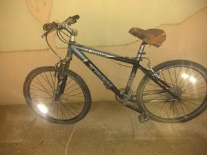 Trek and mongoose mountain bike for Sale in Phoenix, AZ