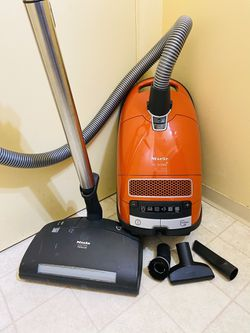 Miele S8 Cat & Dog Canister Vacuum Cleaner for Sale in University Place,  WA