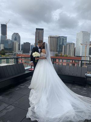 Mila Nova wedding dress. Royal Collection, size 4 for Sale in Edgewood, WA