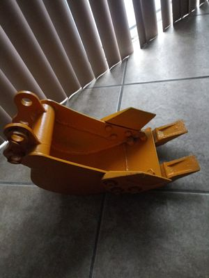 "Bucket for Excavator wide 9 "" Depth 18"" for Sale in Orlando, FL"