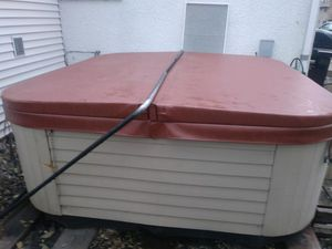 8x8 ft Marquis Hot Tub for Sale in Minneapolis, MN