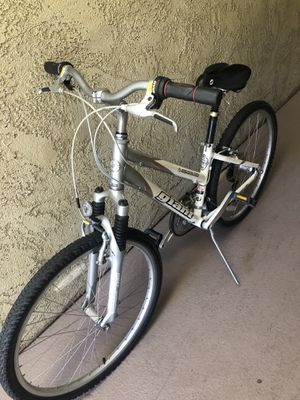 Giant lady's bike for Sale in Santa Ana, CA