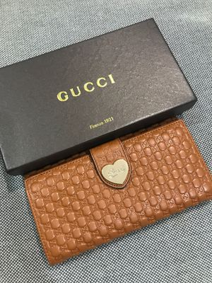 "GUCCI Monogram logo ""GG"" Tan Brown wallet with box for Sale in Irvine, CA"