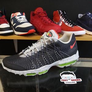 Nike Air Max 95 SE Size 12 for Sale in Bailey's Crossroads, VA