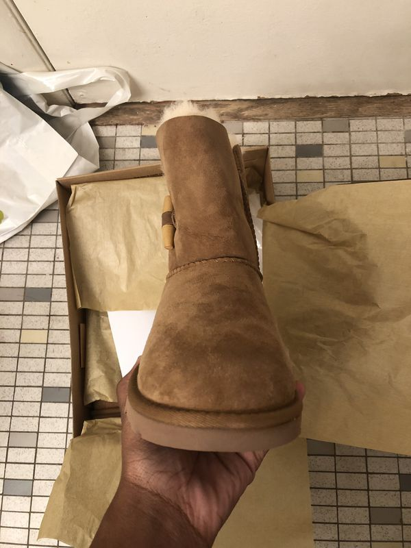 Big Kids Ugg Boots Size 6 NEW