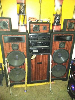 Brown and black stereo system 400 or best offer for Sale in Detroit, MI