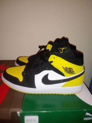 Jordan 1 yellow toe mid for Sale in St. Louis, MO