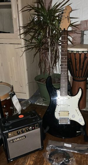 Electric Guitar Players Pack- Yamaha Guitar, amp, and accessories- Ready to play today! for Sale in Pittsburgh, PA