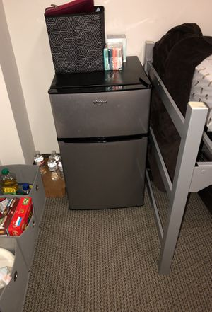 Whirlpool MiniFridge with Freezer for Sale in Chicago, IL