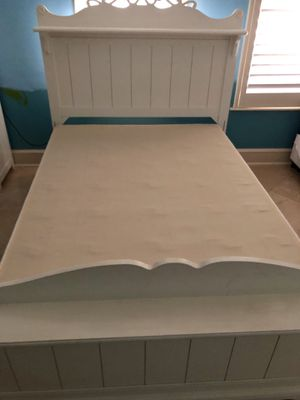 White Bookcase Full Bed for Sale in Plano, TX