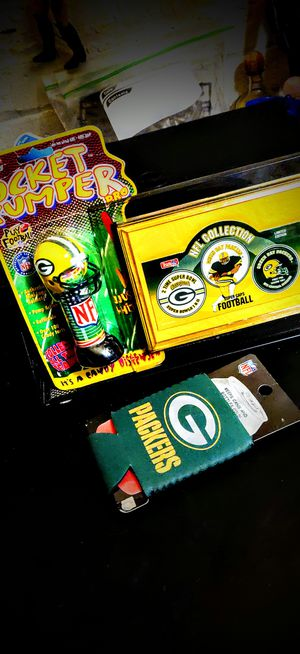 Green Bay Packers: Holiday Pack, (3) items, Frame/Koozie/Dispenser. for Sale in Racine, WI