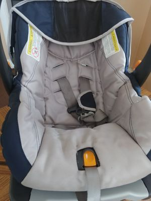 Baby car seat with base for Sale in Detroit, MI