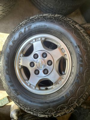 """Wheels and tires lt 265/70r16"""" 6 lug Chevy in gmc , 6x5,5 or 6x139,7 for Sale in Riverside, CA"""