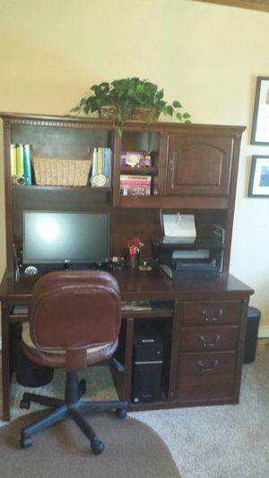 Bassett work station for Sale in Richardson, TX