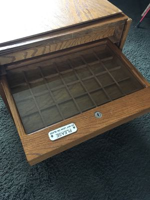 Show cases and coin cases for Sale in Waterloo, IA