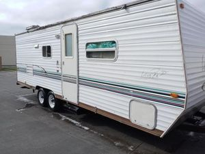 05 Skyline layton camper read full ad its a old one not a 2020 for Sale in Mesquite, TX