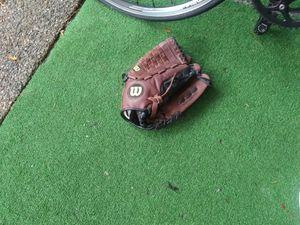 Wilson glove for Sale in Lynnwood, WA