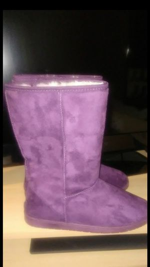 Plum Women's Dawgs Boots/Shoes for Sale in Bolingbrook, IL