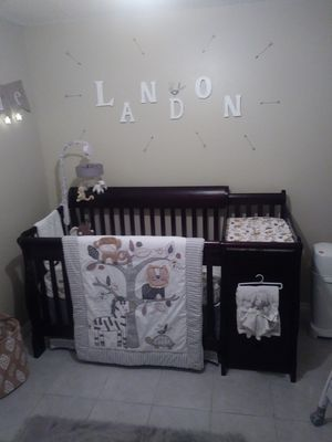 Crib w/ changing table, mattress and complete nursery set (bedding included as pictured) for Sale in Tampa, FL