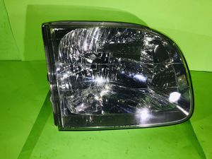 2001 2002 2003 2004 Toyota Sequoia RIGHT SIDE HEADLIGHT OEM good conditions for Sale in San Marcos, CA