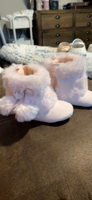 Pint furry boots Babygirl for Sale in Pasadena, TX
