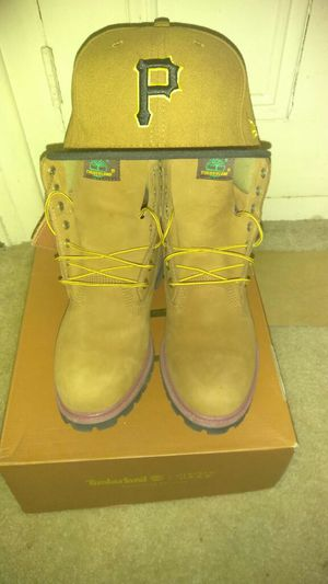 Size 9 Timberlands with pirates new era hat that match for Sale in Pittsburgh, PA