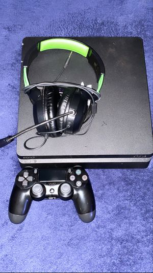 9/10 Condition 1 TB PS4 Slim W/ controller & Turtle Beach Headset. *First come first serve* for Sale in Opa-locka, FL