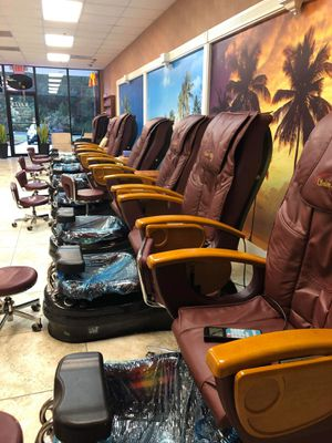 8 Nail spa chairs , and nail tables and chairs for Sale in Suwanee, GA