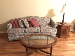 Couch, coffee table and end table with lamp for Sale in Freehold, NJ