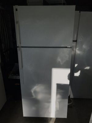 HotPoint apartment size fridge !! for Sale in Garden Grove, CA