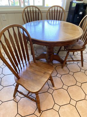 Wooden Round table with 4 chairs for Sale in Los Angeles, CA