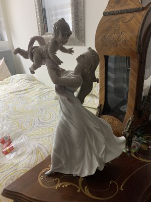 "Lladro ""My Little Sunshine "" Figurine for Sale in Glendale, CA"