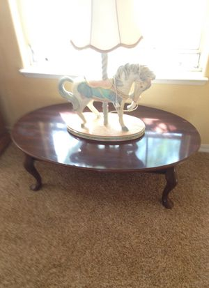 "Coffee table dark brown oval 45"" long 28"" wide 16"" tall for Sale in Madera, CA"