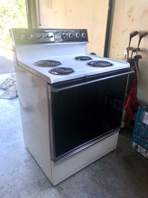 FREE Stove - Pick Up Today for Sale in Kirkland, WA