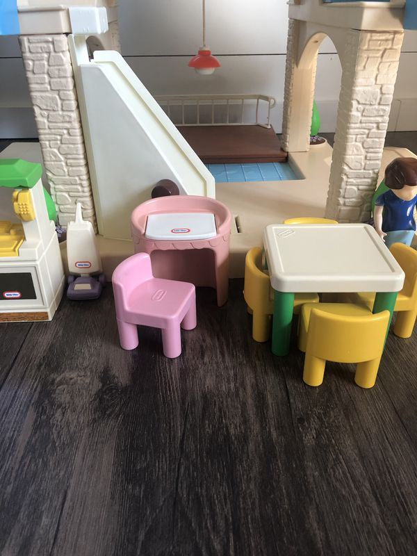 Little Tikes VINTAGE Dollhouse