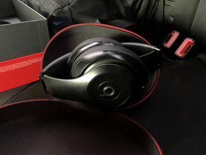 Beats studio special edition matte black for Sale in Macomb, MI