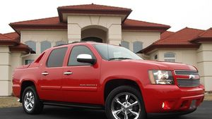 Everything.Works 2008 Chevrolet Avalanche Needs.Nothing FWDWheelss for Sale in Fullerton, CA