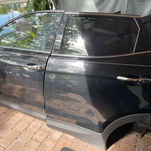 Left Front & Read Doors 2918 Hyundai Santa Fe Sport for Sale in Fort Lauderdale, FL